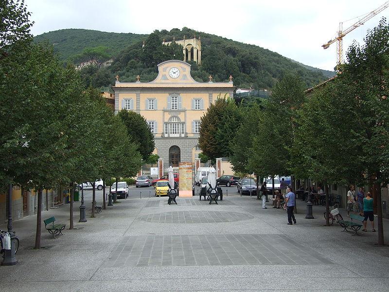 San_Giuliano_Terme,_piazza_Italia
