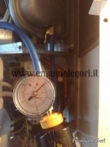 misura pressione vaso espansione